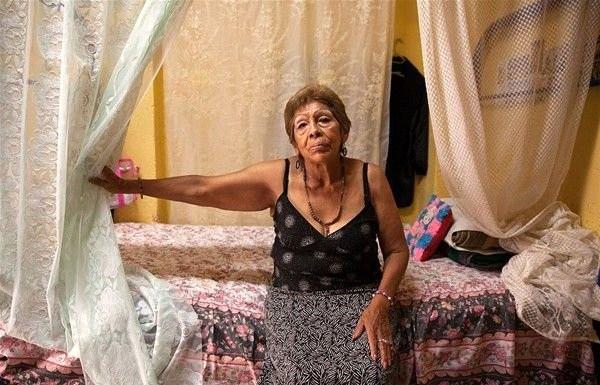 """İşte """"emekli"""" hayat kadınlarının hayatı"""