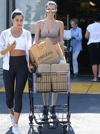 Alışveriş kıyafeti şaşırttı