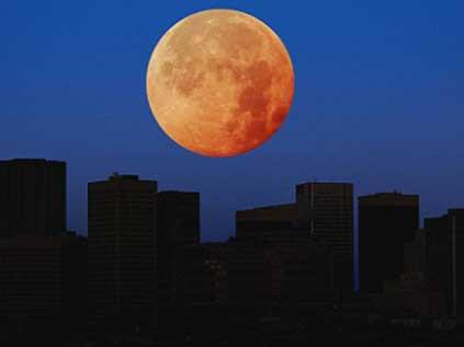 Ay ilk defa Dünyaya bu kadar yakın