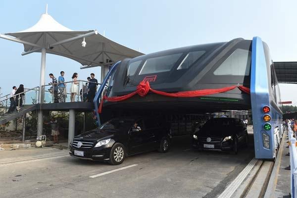 Dev Çin metrobüsü testi geçti