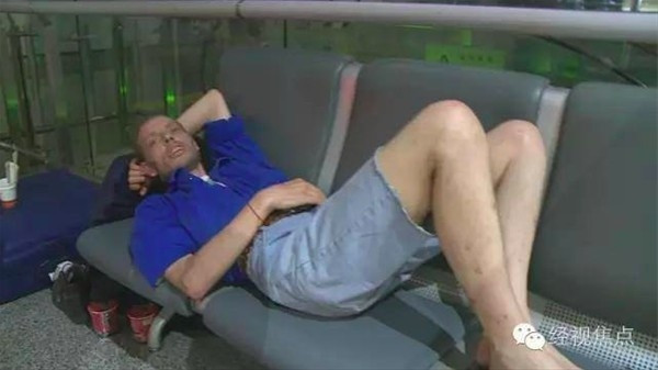 Sanal sevgilisini 10 gün havaalanında bekleyen adam