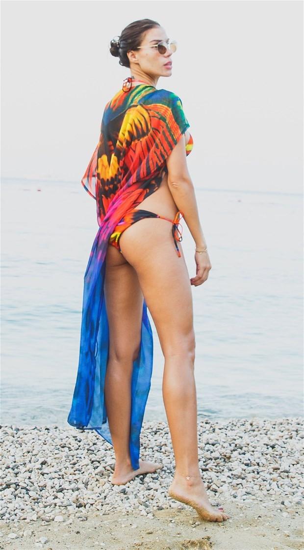 Seksi modelLara Surol nefes kesti