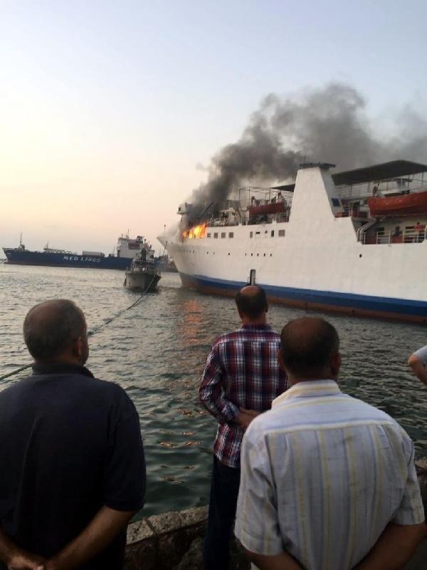 Türkiye'den yolcu götüren gemi Lübnan'da yandı