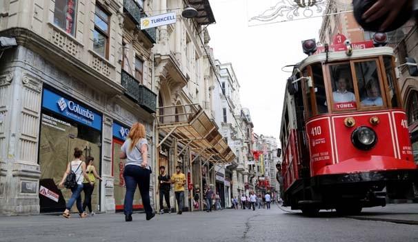 İstanbul'un ünlü caddelerinde TL'ye dönüş başladı