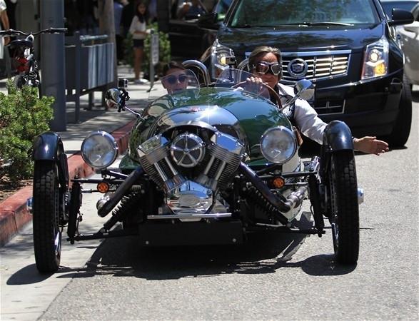 Klasik arabasıyla ilgi çekti