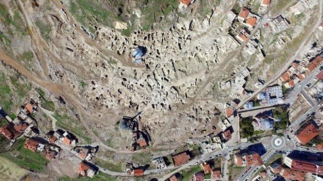 Dünyanın en büyük yeraltı şehri ! 300 kişi çalışıyor
