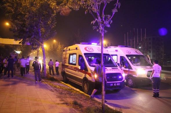 Van'da karakola bombalı araçlı saldırı