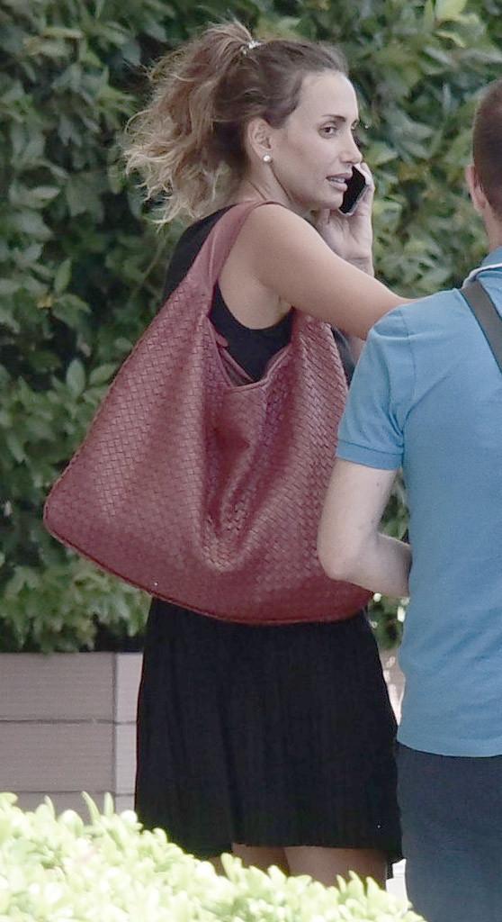 Emina Sandal makyajsız yakalandı!