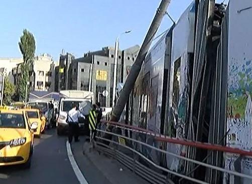 İstanbul'da tramvay raydan çıktı, yaralılar var