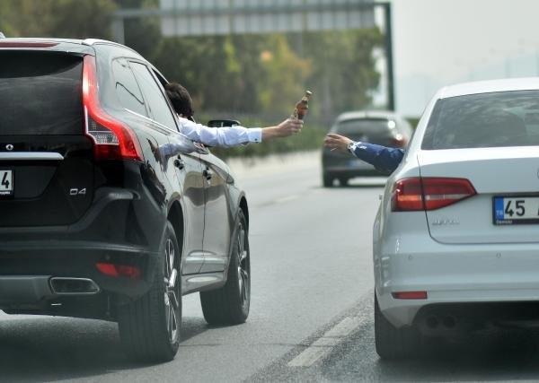 Trafikte 'pes' dedirten alışveriş !