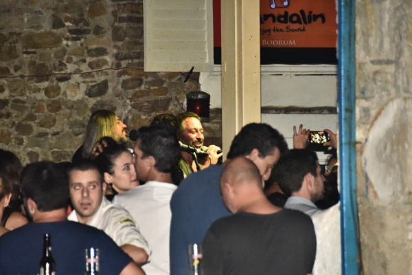 Cem Yılmaz ve Ebru Şallı'nın aşkı belgelendi