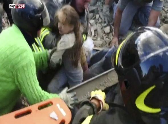 Enkaz altından 17 saat sonra kurtarıldı