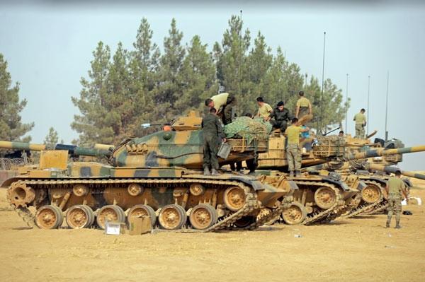 Sınırda tanklar hareketli