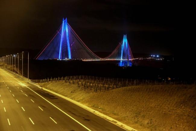 Yavuz Sultan Selim Köprüsü'nde selfie gecesi