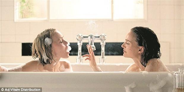 Banyoda iki güzel