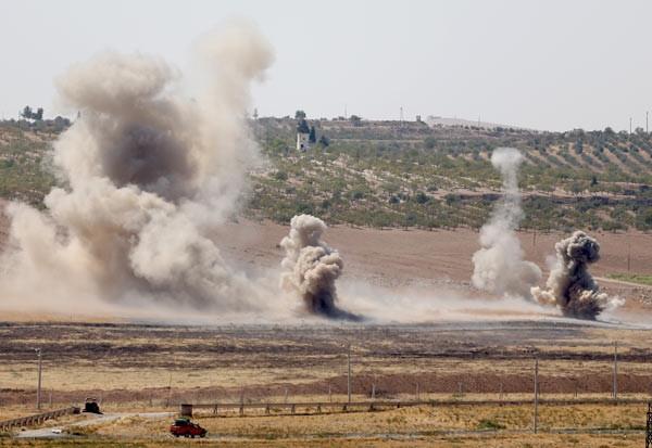 Suriye sınırında 12 büyük patlama