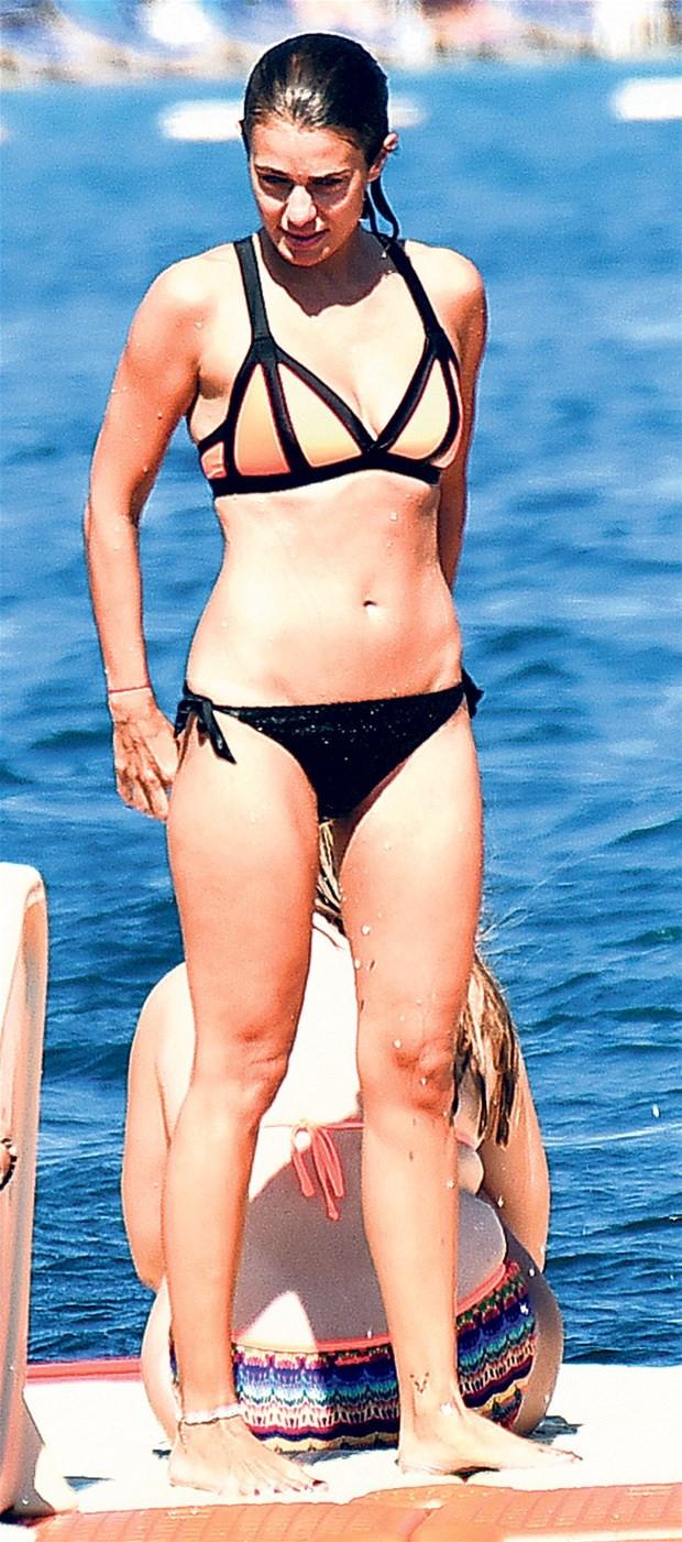 Çiğdem Batur'dan bikini kontrolü