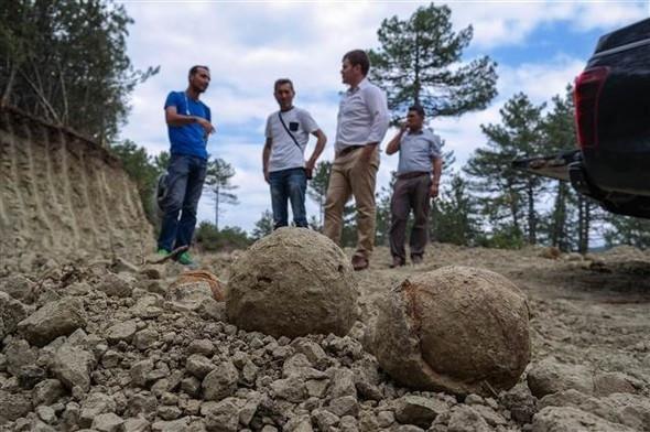 Roma dönemine ait taş gülleler bulundu