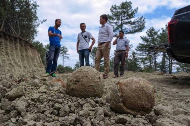 Roma dönemine ait yüzlerce taş gülle bulundu