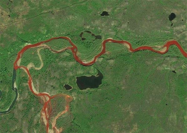 Kutup nehri kırmızıya döndü !