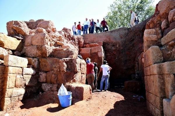 Tarihi eseri binlerce kişi ziyaret etti