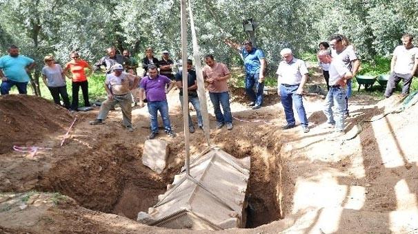Bursa'da mezarlıktaki kazı sırasında lahit bulundu