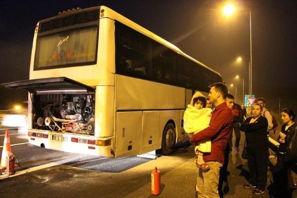 44 yolculu otobüs alev aldı