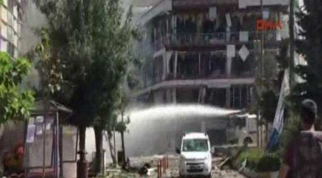 Van'da bomba yüklü araçla saldırı!
