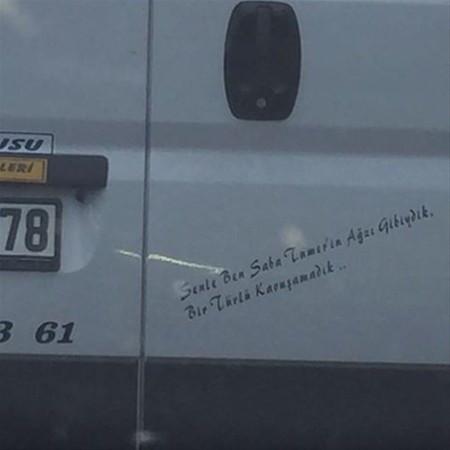 Saba Tümer'in kamyon arkası yazısı