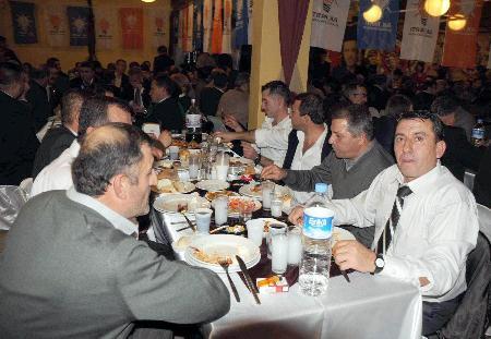 Rakılı biralı AKP yemeği