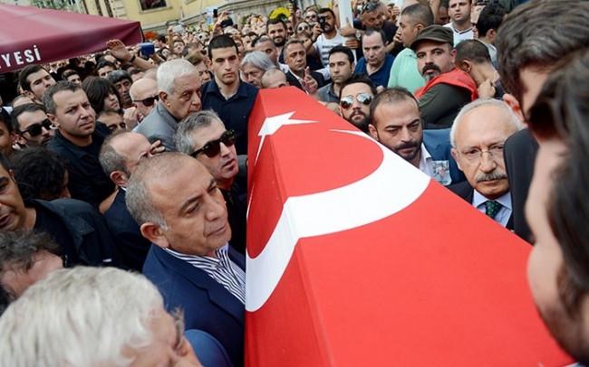 Tarık Akan'ın cenazesine kimler katıldı ?