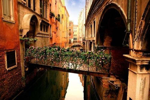 Venedik neden sular altında kaldı ?
