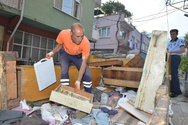 Bir evden 5 ton çöp çıktı !