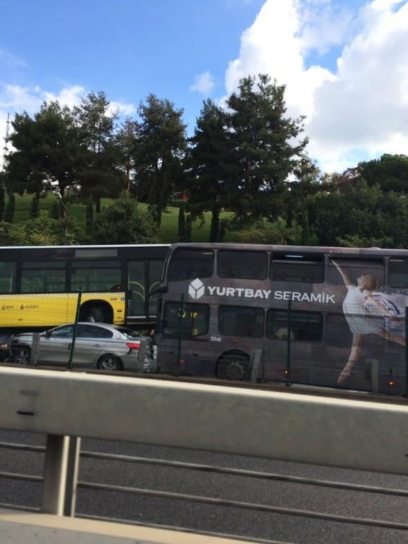 İstanbul'da metrobüs kazası: 11 yaralı