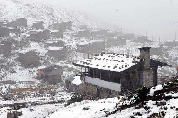 Ardahan'da kar Bodrum'da güneş