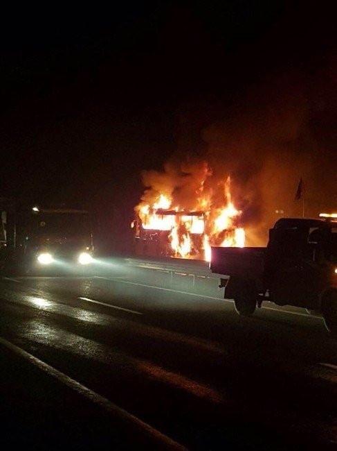 Ankara'da yolcu otobüsü alev alev yandı