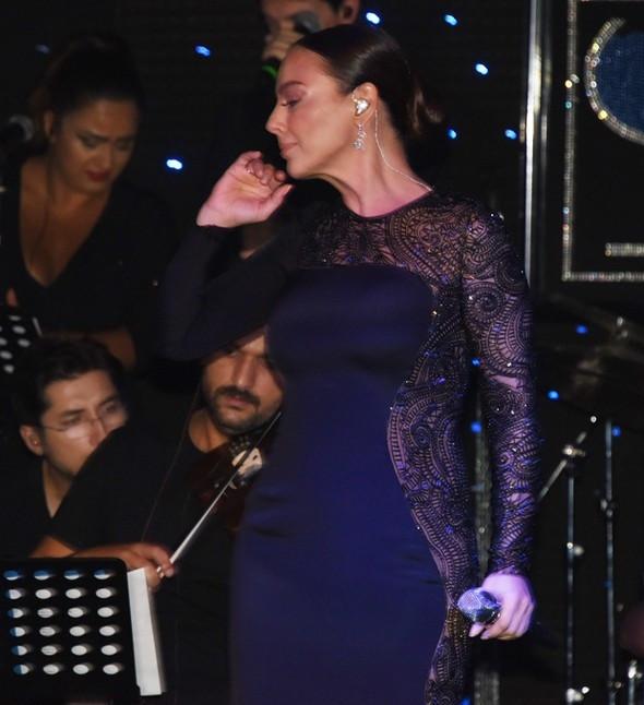Ebru Gündeş ayrılık sonrası ilk kez sahnede