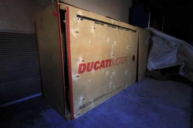 10 yıldır saklanan motosikletin kutusunu ilk kez açtılar