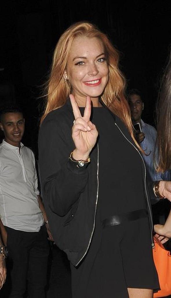 Lindsay Lohan'ın parmağı koptu !