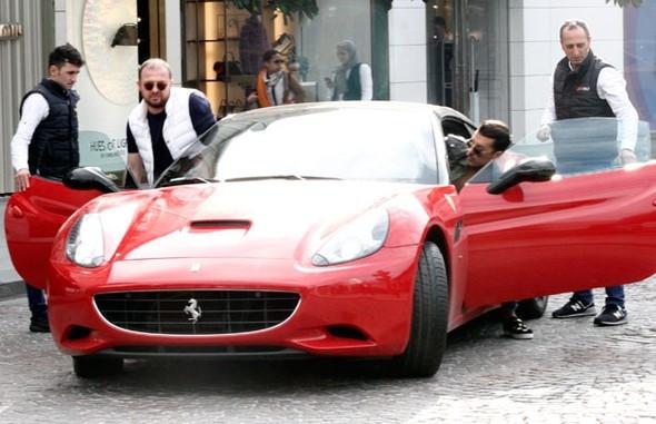 ''5 milyon gişe yap, Ferrari'yi kap''