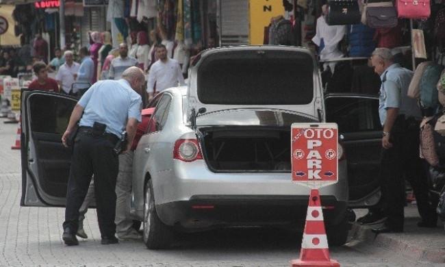 Adana'da bombalı araç paniği