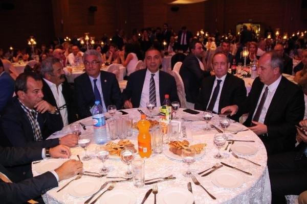 CHP'li Başkan'dan kızı için 15 şahitli nikah töreni