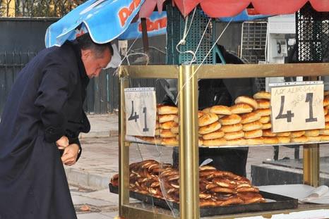 Başbakan Erdoğanın canı simit çekti
