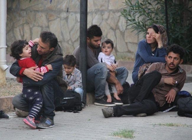 Mülteci kaçakçısı zafer işareti yaptı !