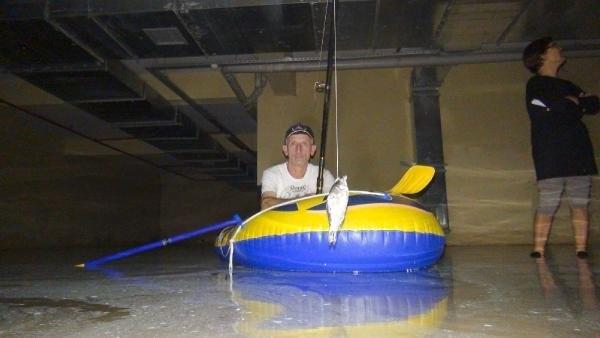 Bodrum katında şişme bot gezisi