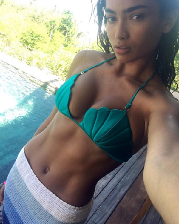 Havuz pozu sosyal medyayı salladı