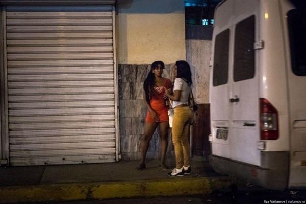 Küba'nın seks işçilerini görüntüledi