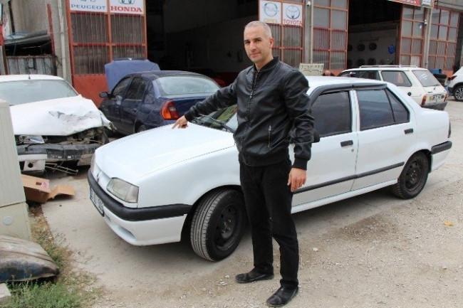 Aldığı arabanın önü 1996, arkası 2000 model çıktı