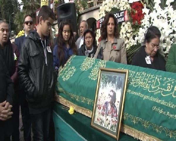 Arif Sağ'ın eşi son yolcuğuna uğurlandı