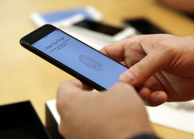 Simsiyah iPhone 7 modellerinde önemli sorun